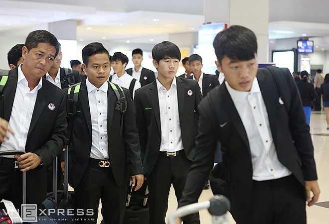 Do không có đường bay thẳng nên U19 Việt Nam phải trải qua 2 chặng bay mới có mặt ở thủ đô Nay Pyi Taw (Myanmar) vào cuối giờ chiều nay.