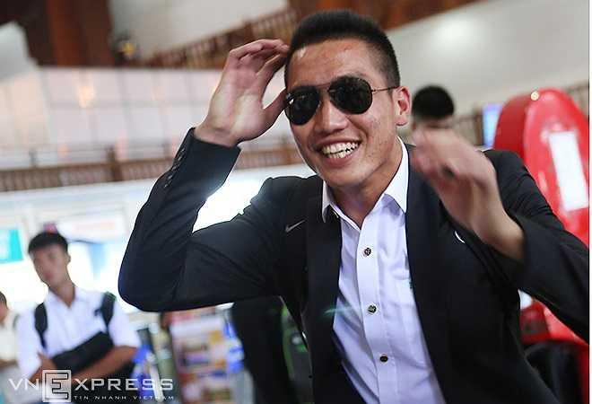 Thủ thành Lê Văn Trường vui vẻ tạo dáng. Ở giải đấu này, Văn Trường vẫn là thủ thành số 1 của U19 Việt Nam.
