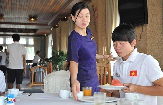 Ở khách sạn hạng nhất nên U19 Việt Nam được phục vụ chu đáo, nhiệt tình