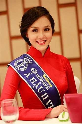 Cô gái Xinh đẹp Đỗ Hoàng Anh đã vượt qua nhiều vòng thi khắc nghiệt để giành ngôi vị Á hậu 2 tại cuộc thi Hoa hậu Việt Nam năm 2012.