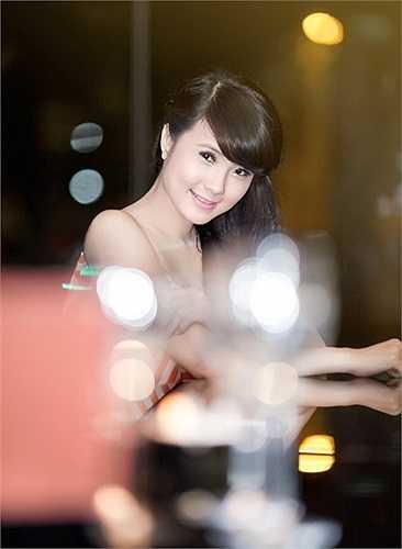 Nổi tiếng trên mạng khá lâu vì là em gái tuyển thủ Công Vinh, cô đã xuất sắc giành ngôi vị Hoa khôi Đại học Văn hóa Hà Nội mở rộng năm 2011.
