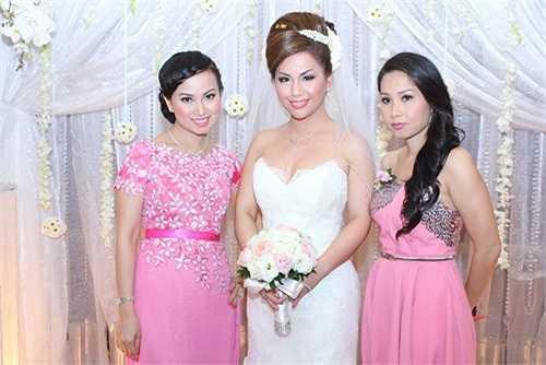 Chồng Cẩm Ly là nhạc sĩ Minh Vy, chủ của Kim Lợi Studio, một trong những hãng đĩa đầu tiên và danh tiếng nhất Sài Gòn. Hiện tại, gia đình cô đang sống trong một căn hộ xa hoa hơn 1 triệu đô tại quận 7.