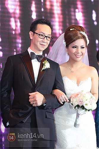 Đám cưới của cô được tổ chức tại một trong những khách sạn lớn nhất TP.HCM với rất nhiều khách mời là người nổi tiếng của làng giải trí.