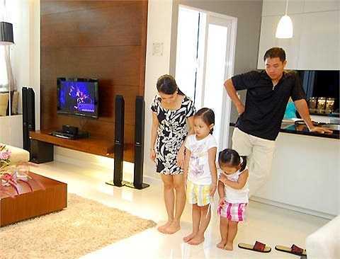 Hà Phương lại kiên định đi theo con đường kinh doanh và đứng sau sự nghiệp lừng lẫy của chồng.