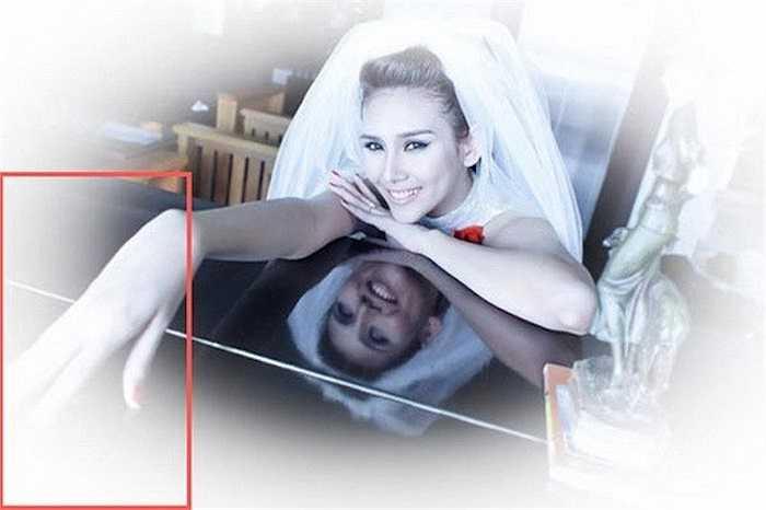 Ở một shoot hình khác, bàn tay phải của nữ người mẫu bị kéo dài một cách bất thường.