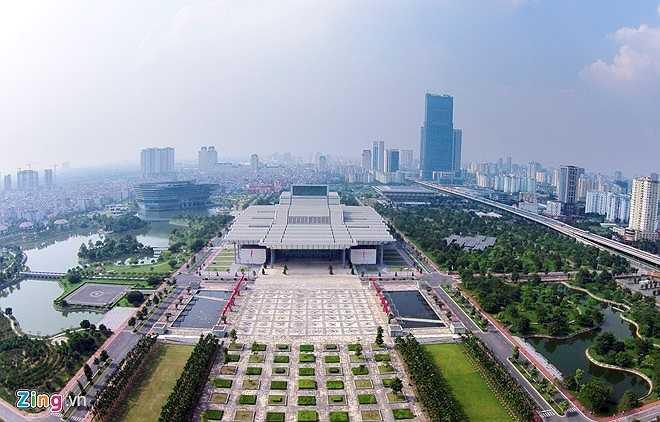 Trung tâm Hội nghị Quốc gia Việt Nam ở số 57 đường Phạm Hùng (Hà Nội) được coi là tổ hợp công trình đa năng lớn nhất tại thủ đô và thuộc vào loại lớn, hiện đại trong khu vực Đông Nam Á. Công trình được khởi công xây dựng vào tháng 11/2004, hoàn thành sau 22 tháng thi công trên tổng diện tích 64.000 m2, vốn đầu tư 4.300 tỷ đồng.