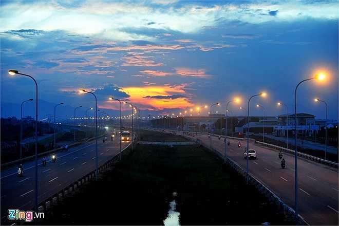 Chiều dài toàn tuyến 30 km, nằm gọn trong địa giới Hà Nội. Tuyến đường được xây dựng với tổng mức đầu tư hơn 7.500 tỷ đồng, gồm 2 dải đường cao tốc 3 làn xe, 2 dải đường đô thị, 2 làn xe cơ giới, 2 đường hầm, 13 cầu vượt ngang đường.