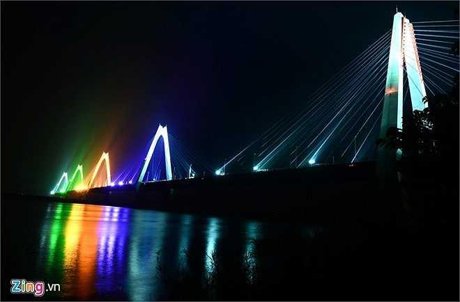 Vào tháng 1/2015, đường nối Nhật Tân sẽ thông xe kỹ thuật, rút ngắn nửa thời gian hành trình từ trung tâm Hà Nội đến sân bay Nội Bài. Cây cầu được xem như một biểu tượng mới của thủ đô bắc từ địa phận phường Phú Thượng (quận Tây Hồ) tới xã Vĩnh Ngọc (huyện Đông Anh.