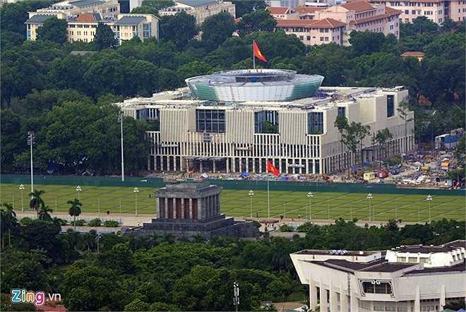 Nhà Quốc hội được xây dựng trên nền Nhà Quốc hội cũ (trên đường Độc Lập, quận Ba Đình), khởi công tháng 10/2009 và sẽ được sử dụng ngay trong kỳ họp Quốc hội cuối tháng 10/2014.