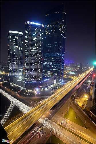 Công trình trị giá 1 tỷ USD được khởi công ngày 25/8/2007, tổng diện tích gần 610.000 m2. Đây được coi là biểu tượng cho sự tăng trưởng kinh tế của Việt Nam, đặc biệt là sự tăng trưởng về xây dựng cũng như ngành công nghiệp dịch vụ, những ngành đang thúc đẩy sự phát triển của thành phố Hà Nội.