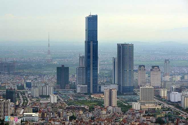 Nằm ở phía Tây của thủ đô (đường Phạm Hùng, quận Nam Từ Liêm, Hà Nội), tòa nhà Keangnam Hanoi là một khu phức hợp khách sạn, văn phòng, căn hộ, trung tâm thương mại lớn cao nhất Việt Nam với 72 tầng. Với chiều cao 336 mét, khi vừa hoàn thành, đây là tòa nhà cao thứ 17 trên thế giới.