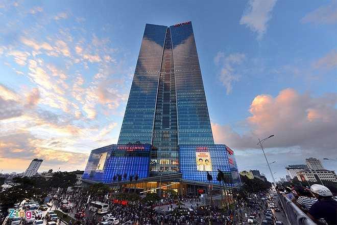 Tương tự là tòa nhà Lotte Hanoi Center mới khánh thành vào dịp 2/9/2014. Tòa nhà 65 tầng (267m) này trở thành công trình cao thứ nhì ở Việt Nam. Tổng vốn đầu tư lên đến hơn 400 triệu USD.