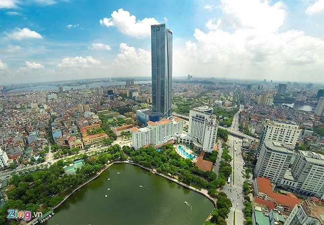 Lotte nằm ở góc ngã tư Liễu Giai - Đào Tấn (quận Ba Bình) sừng sững vươn mình giữa nội đô Hà Nội. Tòa nhà bao gồm đầy đủ các dịch vụ văn phòng, khách sạn, căn hộ cho thuê, trung tâm thương mại và giải trí. Lotte Center Ha Noi cùng Keangnam Landmark Tower đã làm thay đổi diện mạo kiến trúc đô thị và kinh tế của thủ đô.