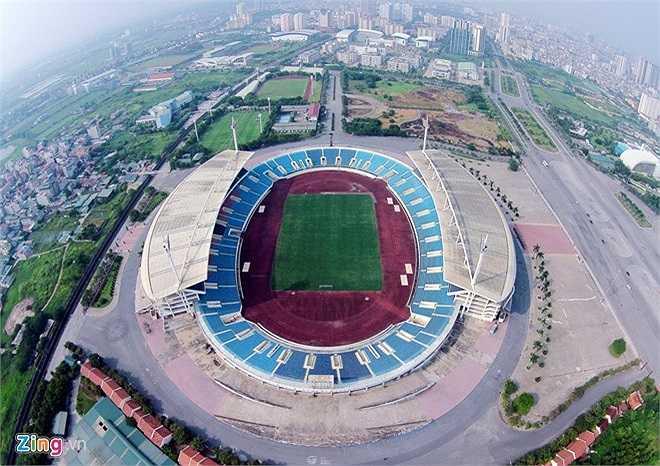 Nằm tại phường Mỹ Đình 1 (quận Nam Từ Liêm), cách trung tâm Hà Nội 10 km về phía tây nam, sân vận động Mỹ Đình có sức chứa lớn thứ nhì Việt Nam, hơn 40.000 chỗ ngồi (chỉ sau sân vận động Cần Thơ với sức chứa 50.000 người). Đây cũng là tổ hợp sân vận động hiện đại nhất Việt Nam, chi phí xây dựng sân gần 53 triệu USD.