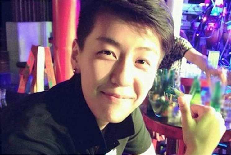Hiện nay trên Facebook, các bạn trẻ lập ra khá nhiều fanpage để chia sẻ thông tin, hình ảnh có liên quan đến cô nàng điển trai - Zhang Xiao Ya.
