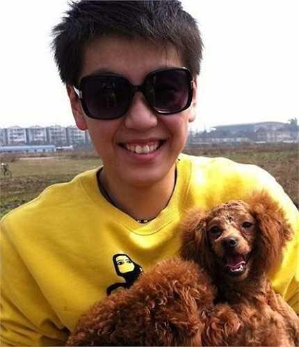 Thực tế, Zhang Xiao Ya đã được biết đến khi có vẻ ngoài khác hẳn những người đồng đội trên sân. Tuy nhiên phải đến lần tham dự Asiad 17 tại Incheon (Hàn Quốc), cô mới thực sự trở nên nổi tiếng.