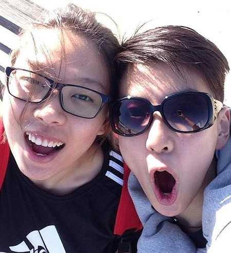 Bên ngoài, Xiao Ya cũng là người khá hoạt bát và vui tính.