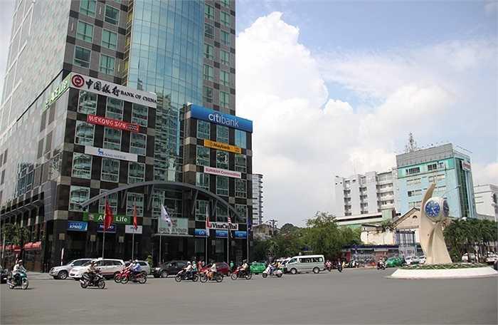 Dù có nhiều đổi thay nhưng người Sài Gòn vẫn mong chờ 'chiếc áo mới' được khoác lên trên diện mạo của thành phố. (Ảnh Sỹ Hưng)