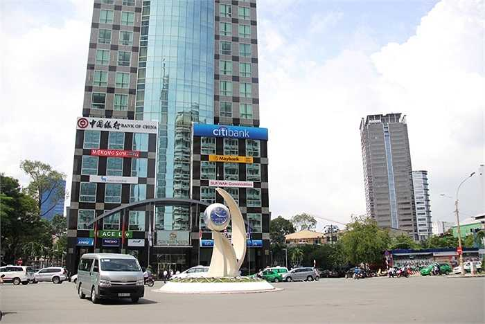 Kể từ nay, đường Nguyễn Huệ - tuyến đường đẹp nhất Sài Gòn bị phong tỏa để thi công. (Ảnh Sỹ Hưng)