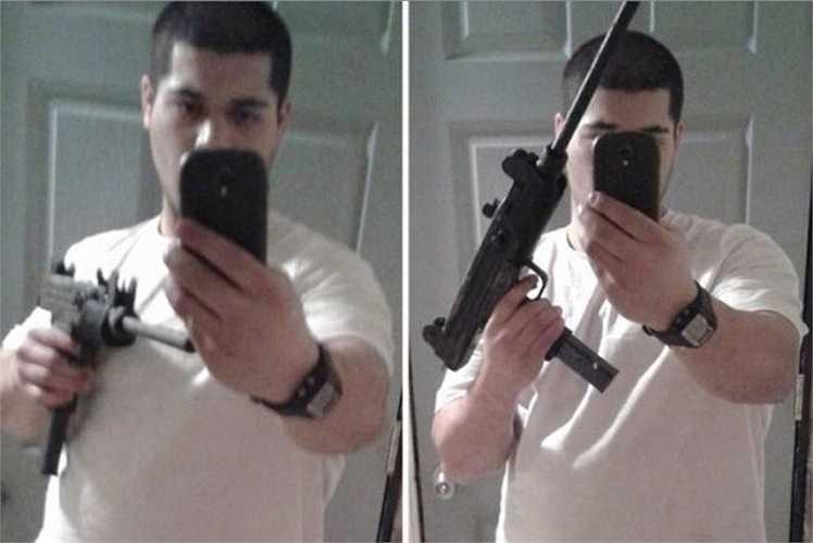 Trong ảnh, tên cướp thản nhiên chia sẻ ảnh với tay cầm súng đầy thách thức trên mạng xã hội sau khi vừa thực hiện một vụ cướp tại ngân hàng. Tuy nhiên cũng nhờ đó mà hắn nhanh chóng bị FBI tìm thấy và bắt giữ.