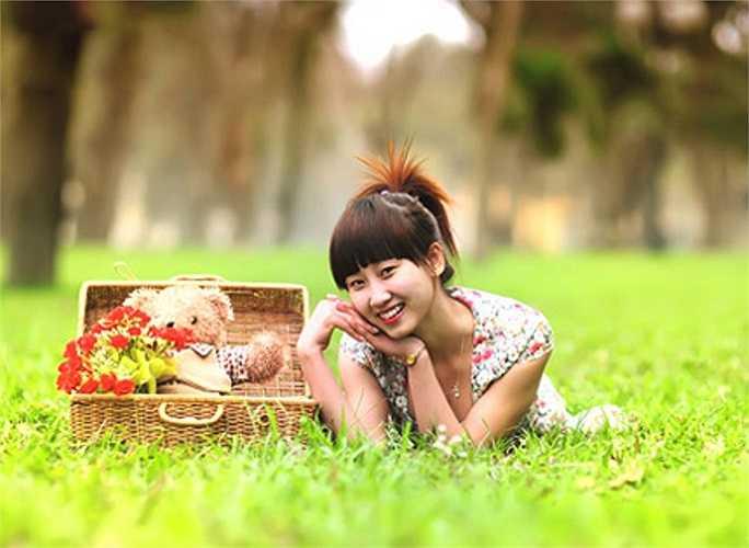 Dung là cô gái khá giản dị và được bạn bè yêu mến.