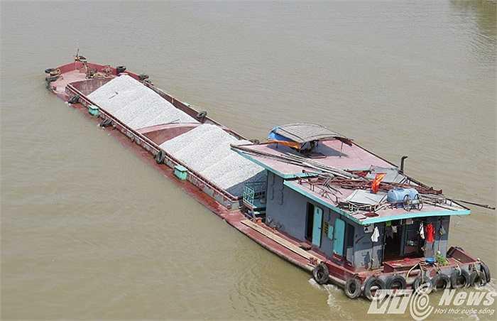 Không chỉ có tàu của Hải Phòng, một số tàu thuộc các địa phương khu vực đồng bằng sông Hồng cũng thường xuyên lấy hàng từ Hải Phòng vận chuyển đi nơi khác