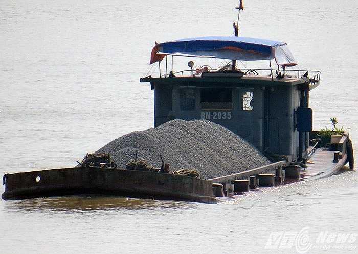 Tàu PT 1464 đang chạy trên sông Kinh Thầy, giám Hải Phòng - Hải Dương