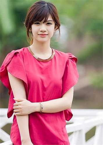Cô bạn này là Lê Hồng Nhung, sinh năm 1993, đến từ Sơn La và hiện đang là sinh viên năm 4, khoa Kiến trúc Công trình, ĐH Kiến trúc Hà Nội.