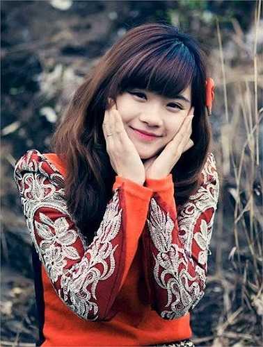 Ở trường, ở lớp Nhung khá thân thiện, hòa đồng và giành được tình cảm yêu mến từ bạn bè, thầy cô.