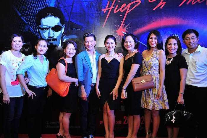 Tiếp tục chuỗi các sự kiện nhằm giới thiệu bộ phim 'Hiệp sỹ mù' với khán giả trên cả nước, ngày 07/10 vừa qua, Đàm Vĩnh Hưng đã cùng con gái nuôi Ngọc Thanh Tâm và bạn diễn Đinh Y Nhung ghé Nha Trang để giao lưu với khán giả.