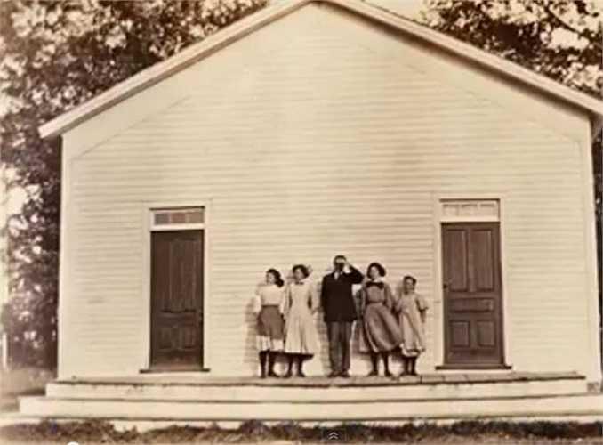 Năm 1918, dân số Mỹ là 105 triệu người, với thu nhập trung bình của mỗi hộ gia đình là 1.518 USD. Đến năm 2014, Mỹ có số dân khoảng 313,9 triệu người, và thu nhập mỗi hộ là 53.046 USD.