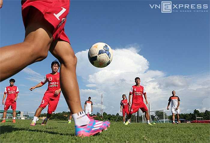 Chính vì vậy, chống bóng bổng sẽ là chìa khóa giúp U19 Việt Nam chiến đấu với những đối thủ rất mạnh của châu lục