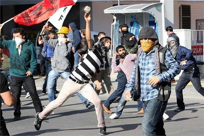 Cuộc đụng độ giữa cảnh sát Thổ Nhĩ Kỳ với những người biểu tình khiến 15 người chết, hàng chục người bị thương