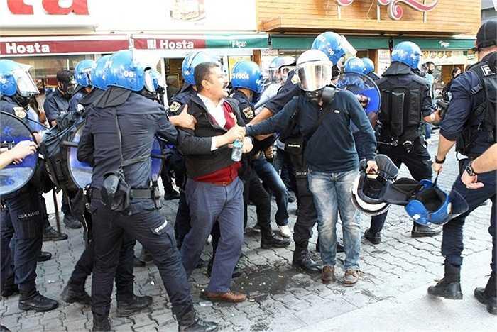 Bộ trưởng Nội vụ Thổ Nhĩ Kỳ Efkan Ala kêu gọi nhanh chóng chấm dứt cuộc biểu tình