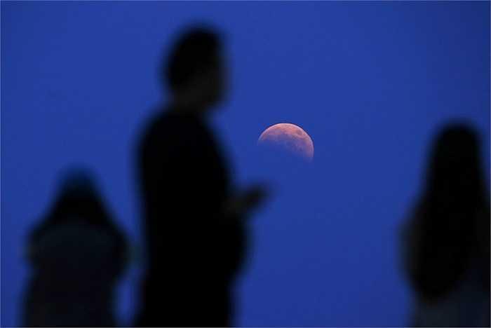 Mặt trăng nhìn ở miền Đông Trung Quốc