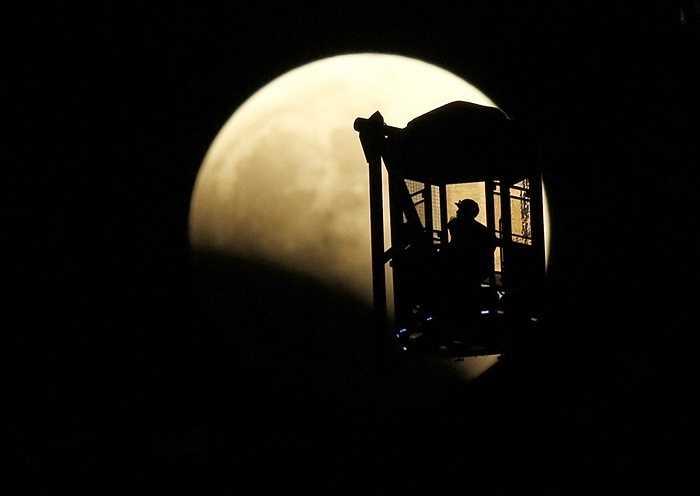 Một góc nhìn khác tới Mặt trăng từ Tokyo