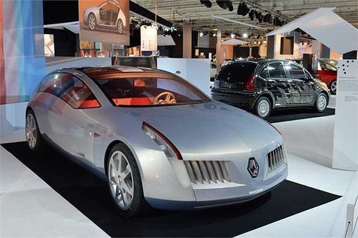 Nhiều nhà chuyên môn cho rằng đây mới là khu vực 'mất thời gian một cách xứng đáng' tại triển lãm xe hơi Paris năm nay. Trong hình là mẫu Renault Talisman Concept 2001.