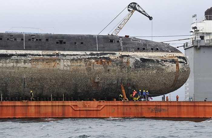 Tàu ngầm hạt nhân tấn công lớp Victor III của Nga, từng được chế tạo tổng cộng 26 chiếc trong giai đoạn 1978-1992, nay đã hết niên hạn và được đưa về nhà máy chuyên tháo dỡ tàu ngầm tại cảng Vladivostok.