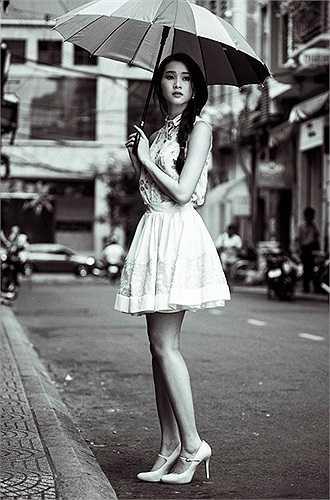 Đặng Thu Thảo đăng quang ngôi Hoa hậu Việt Nam năm 2012, khi ấy, cô mới 21 tuổi.
