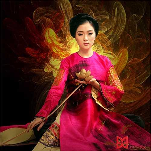 Nguyễn Thị Huyền đăng quang ngôi Hoa hậu Việt Nam năm 2004.