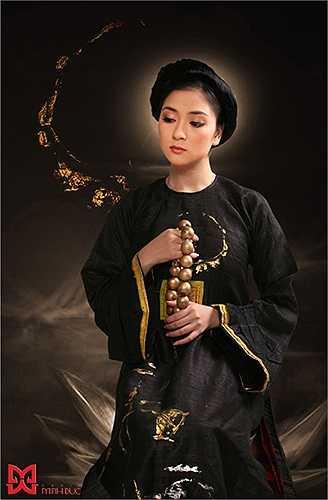 Cô được đánh giá là có vẻ đẹp thuần Việt với vóc dáng đầy đặn, gương mặt đẹp một cách dịu dàng.