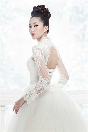 Hoa hậu Thu Thảo làm mẫu cho một bộ sưu tập áo cưới