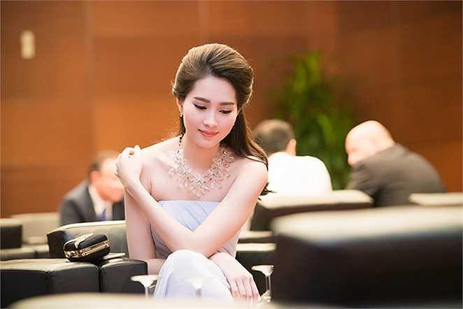 Nhan sắc dịu dàng của Hoa hậu Việt Nam.
