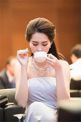 Sau khi đăng quang Hoa hậu Việt Nam, Thu Thảo ít tham gia các hoạt động giải trí mà tiếp tục trau dồi việc học.