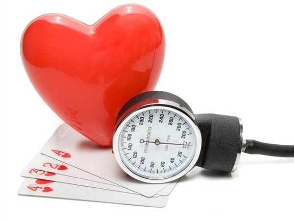 Cải thiện huyết áp: Những nhà nghiên cứu thuộc trường đại học Paisley kết luận rằng hành động ôm, vuốt ve khi quan hệ giúp cải thiện huyết áp.