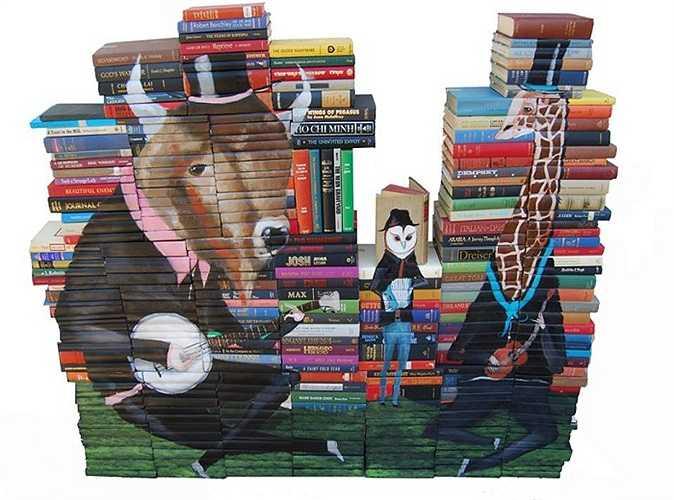 Có những tác phẩm Mike đã sử dụng tới 5000 cuốn  sách.