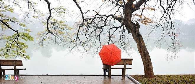 Dù mùa đông hay mùa hạ, thu hay xuân, hồ Gươm đều mang những nét đẹp đặc trưng mà không nơi nào có được. Cũng vì thế, danh thắng này đã đi vào hàng trăm tác phẩm âm nhạc, thi ca.