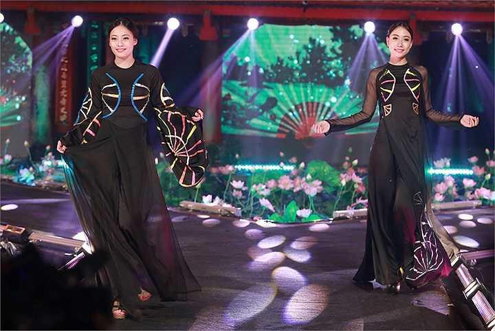 Hoa hậu Nguyễn Ngọc Anh và Á hậu Trà Giang là hai người đẹp sẽ đảm nhận vị trí vedette trong màn trình diễn Bộ sưu tập áo dài được lấy cảm hứng từ nghệ thuật khảm trai và nghệ thuật làm quạt của NTK Võ Thùy Dương.