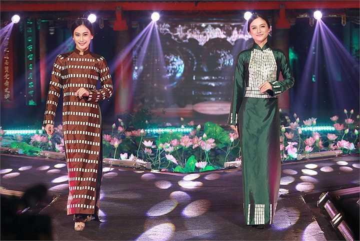 Bộ sưu tập gồm 20 bộ áo dài lấy cảm hứng từ những chiếc quạt ngũ sắc truyền thống của Việt Nam lại tạo nên một hiệu ứng huyền bí trên sân khấu Lễ hội áo dài Hương sắc Hà Nội.