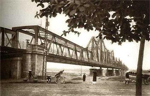Cầu Long Biên năm 1925.